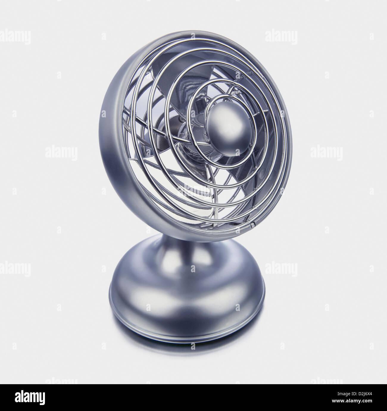 Silber-Fan auf weißem Hintergrund Stockbild
