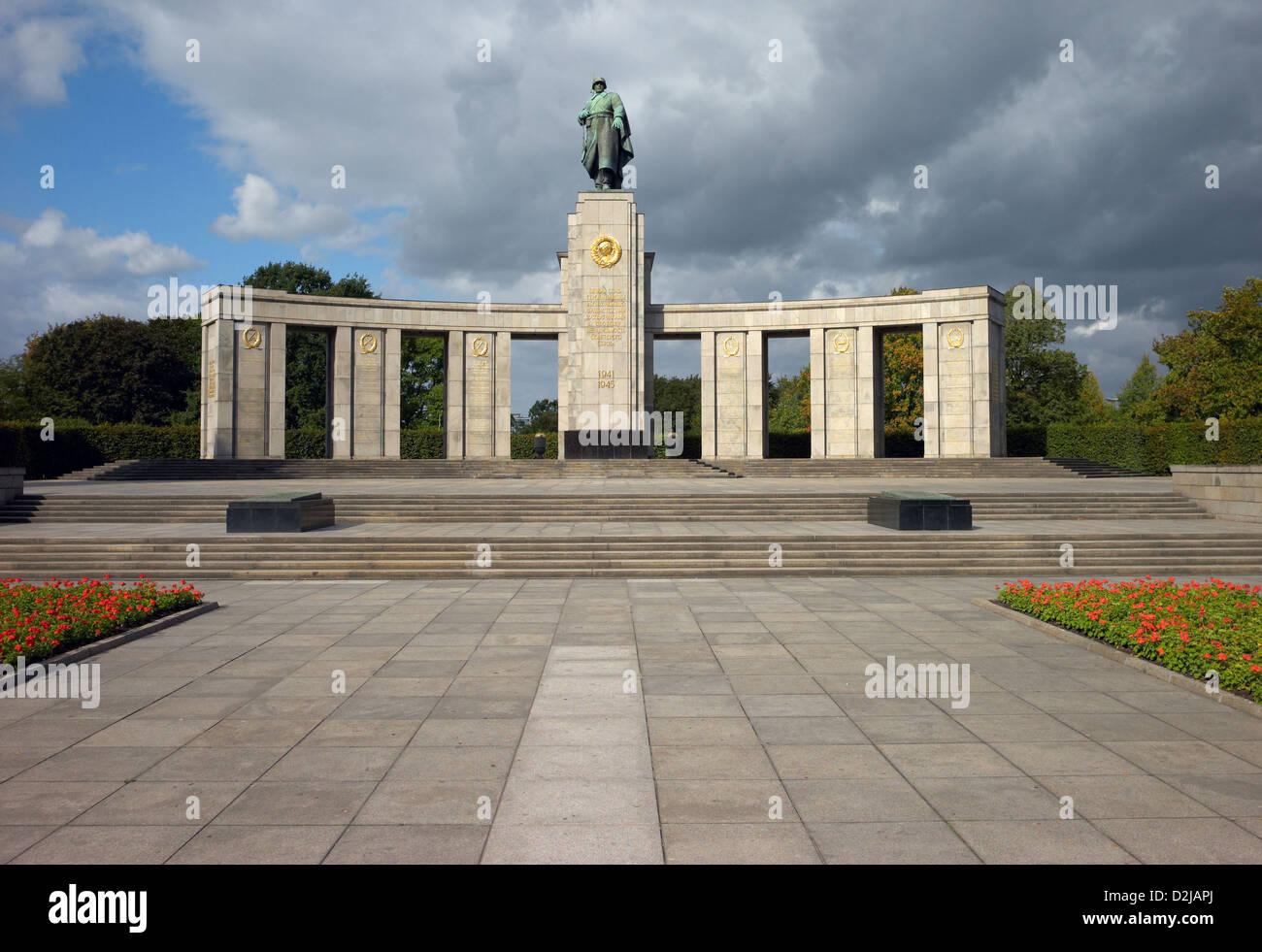 Berlin, Deutschland, das Sowjetische Ehrenmal im Tiergarten an der Straße des 17. Juni Stockfoto