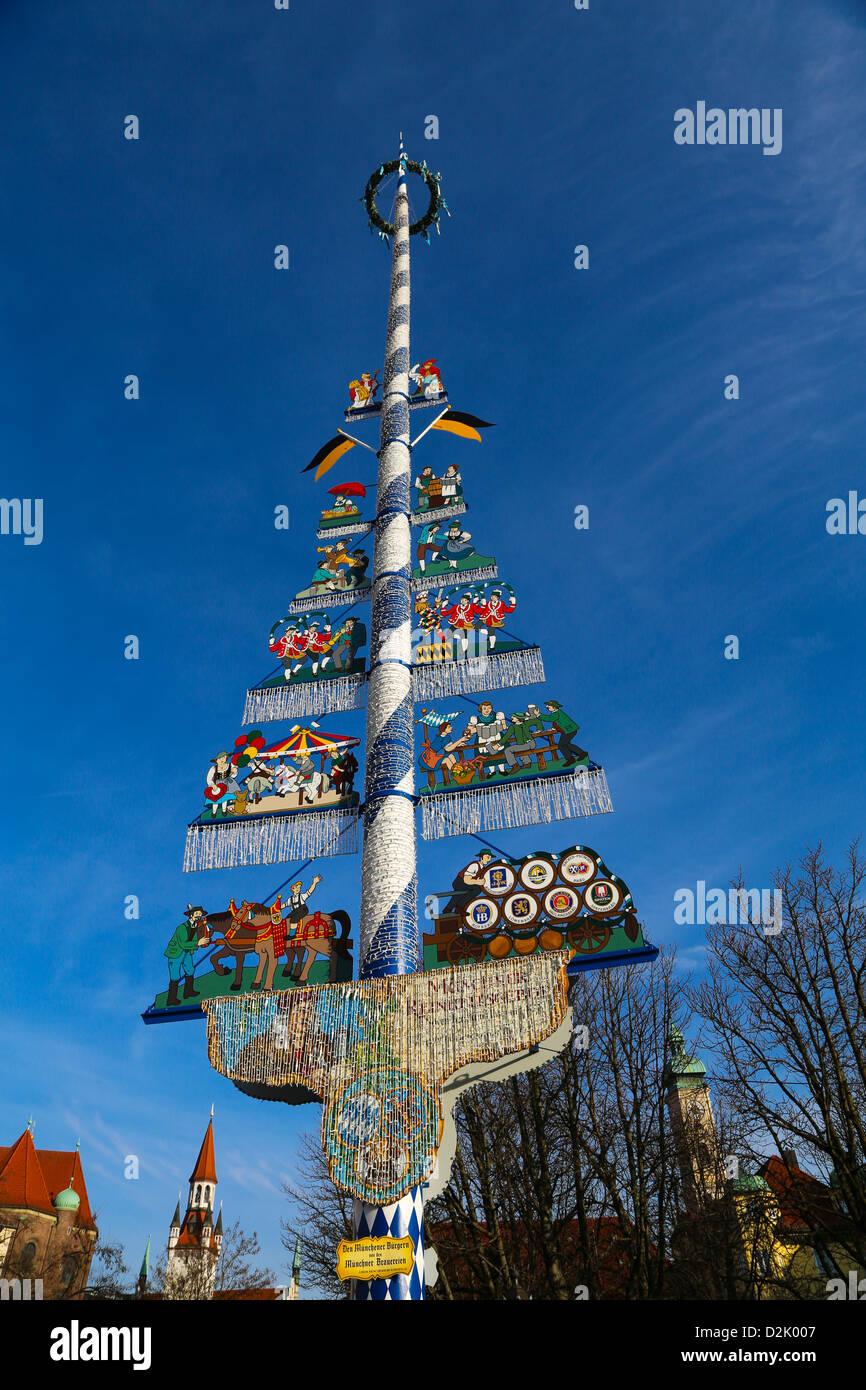 Maibaum auf dem Viktualienmarkt, München, Bayern, Deutschland Stockbild