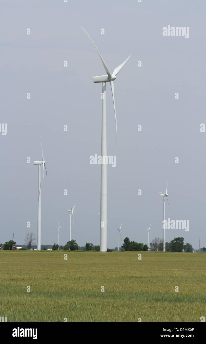 Windmühle für die Erzeugung elektrischer Energie. Stockbild