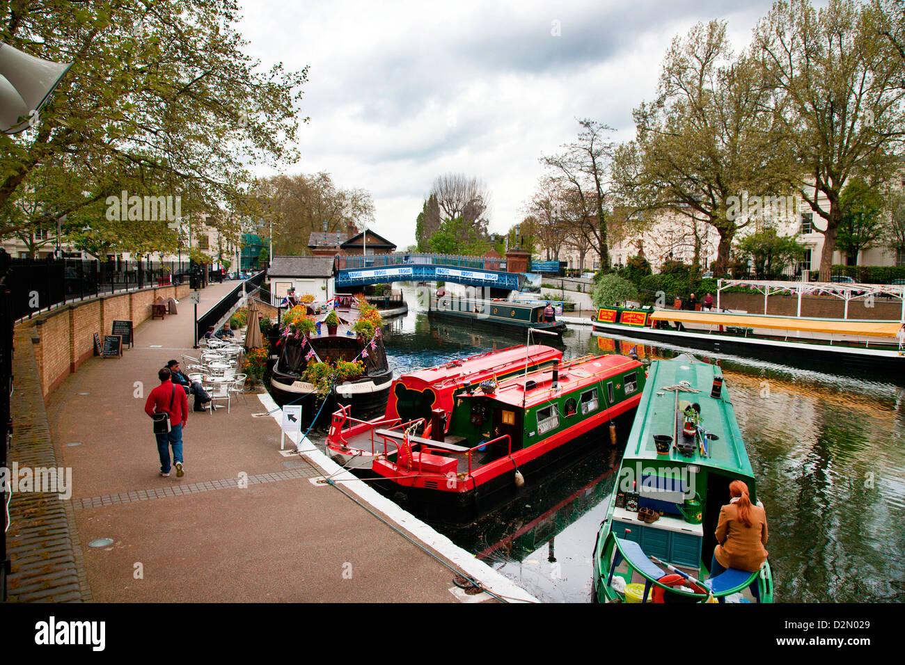 Blick entlang der Grand Union Canal, kleine Venedig, Maida Vale, London, England, Vereinigtes Königreich, Europa Stockbild