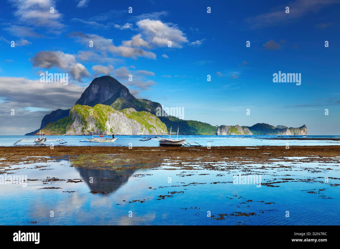 El Nido-Bucht und Cadlao Insel bei Ebbe, Palawan, Philippinen Stockfoto