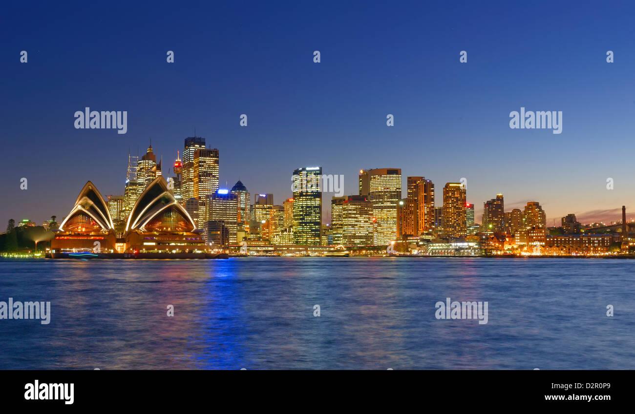 Opera House und Sydney Skyline, Sydney, New South Wales, Australien, Pazifik Stockbild
