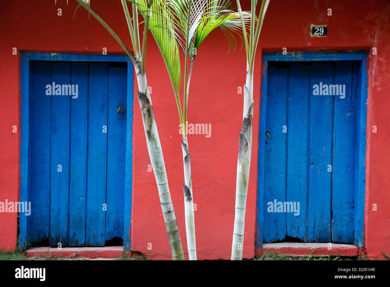 Detail von einem Haus im Kolonialstil in der Altstadt (Cidade Alta) von Porto Seguro, Bahia, Brasilien, Südamerika Stockbild