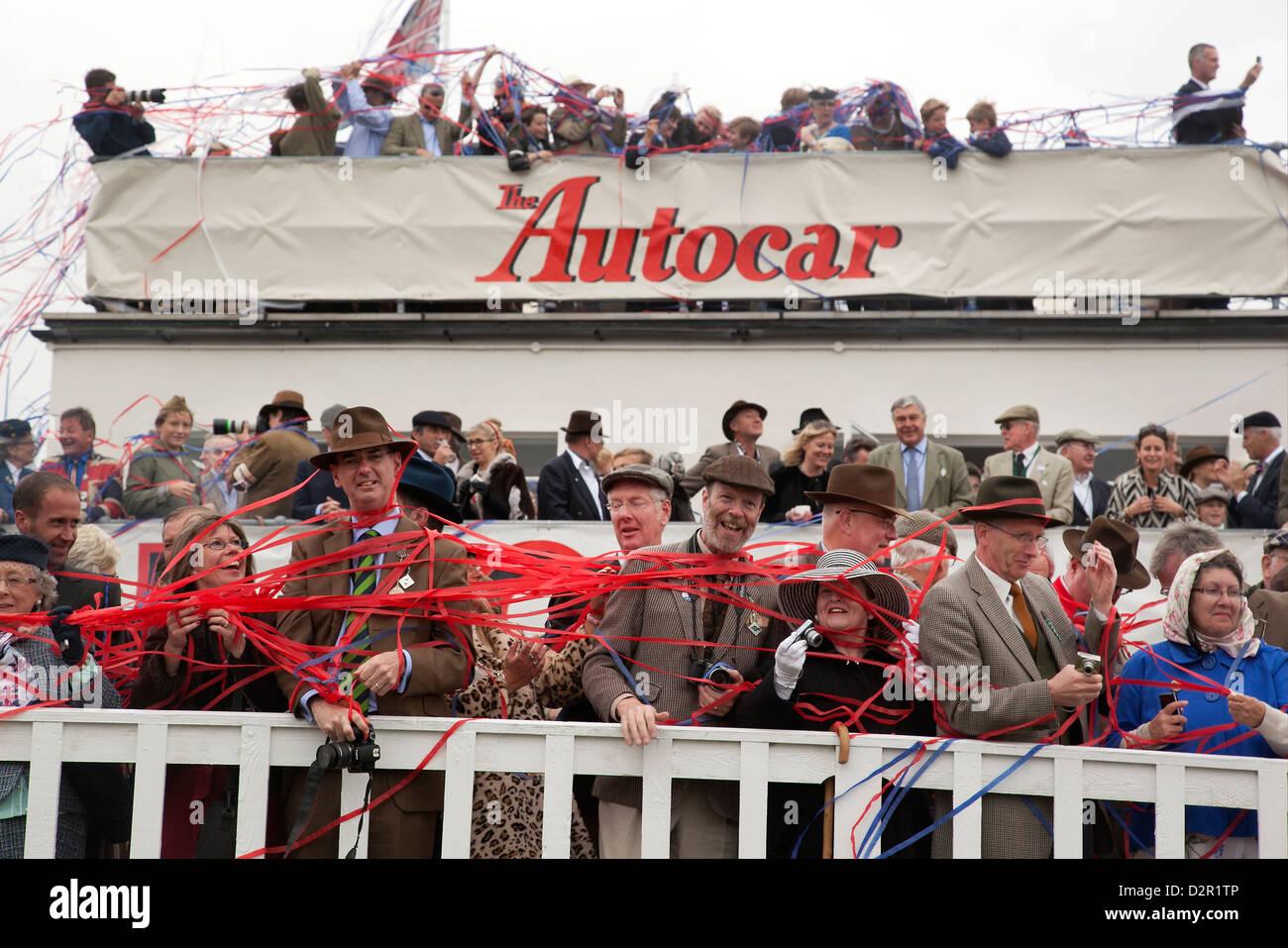 Zuschauer beim Goodwood Revival Motorsport-treffen Stockbild