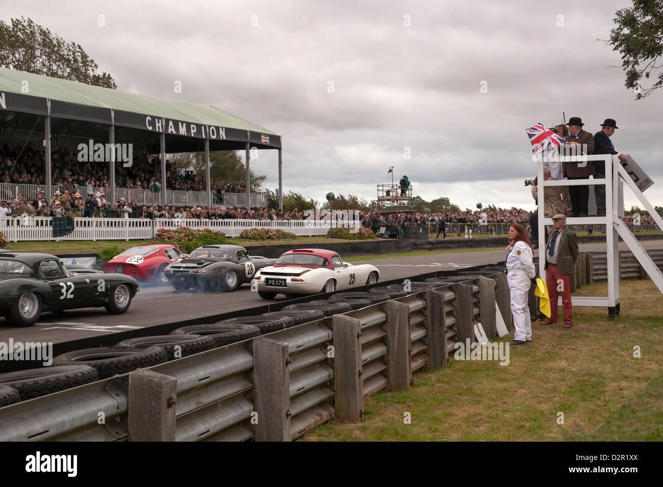 Beginn der TT Sportwagen-Rennen beim Goodwood Revival Rennen treffen Stockbild