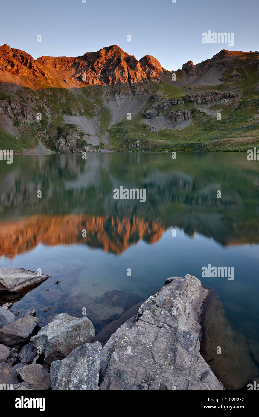 Erstes Licht am Clear Lake, San Juan National Forest, Colorado, Vereinigte Staaten von Amerika, Nordamerika Stockbild