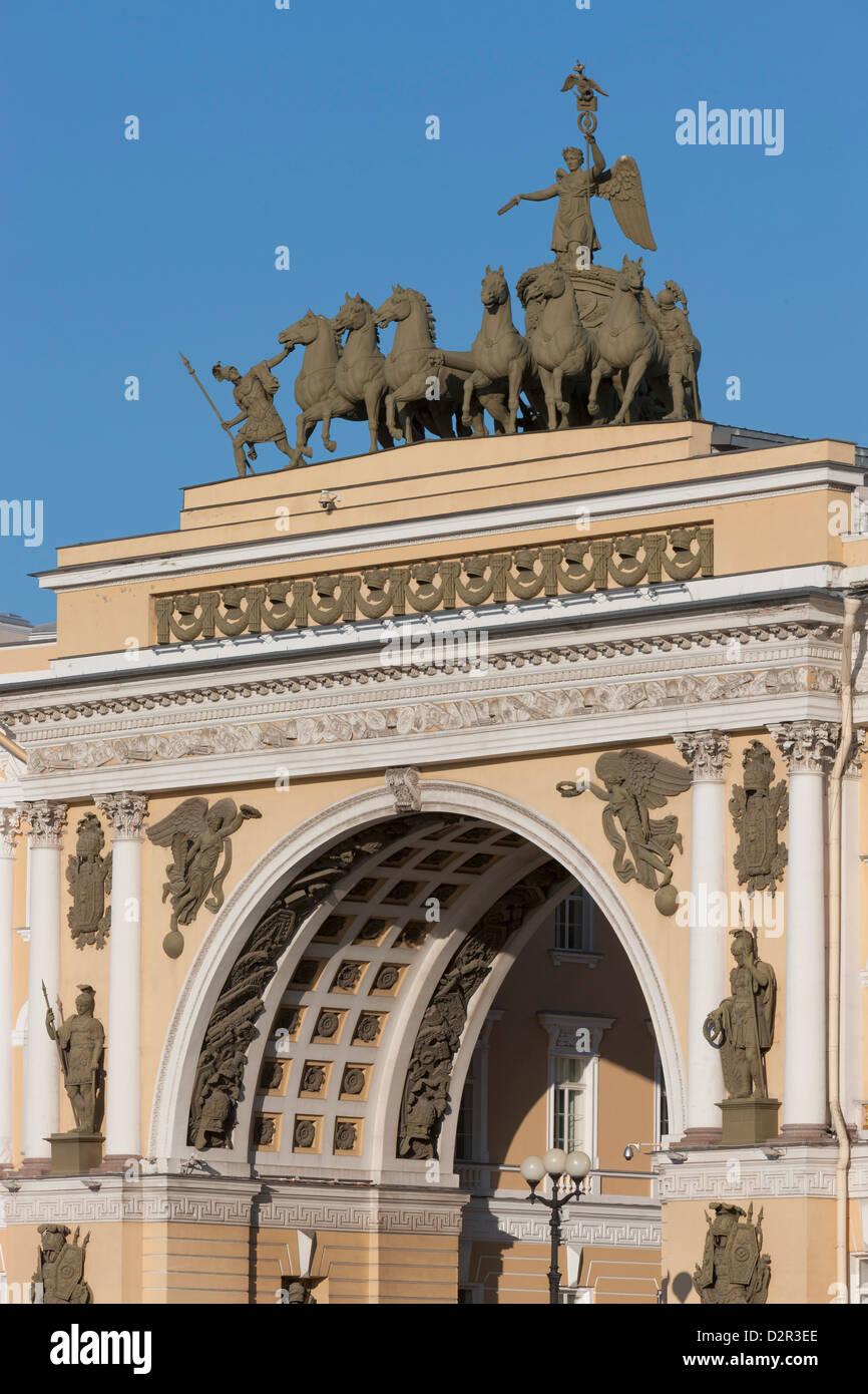 Der Bogen der General Staff Building, Schlossplatz, St. Petersburg, Russland, Europa Stockbild