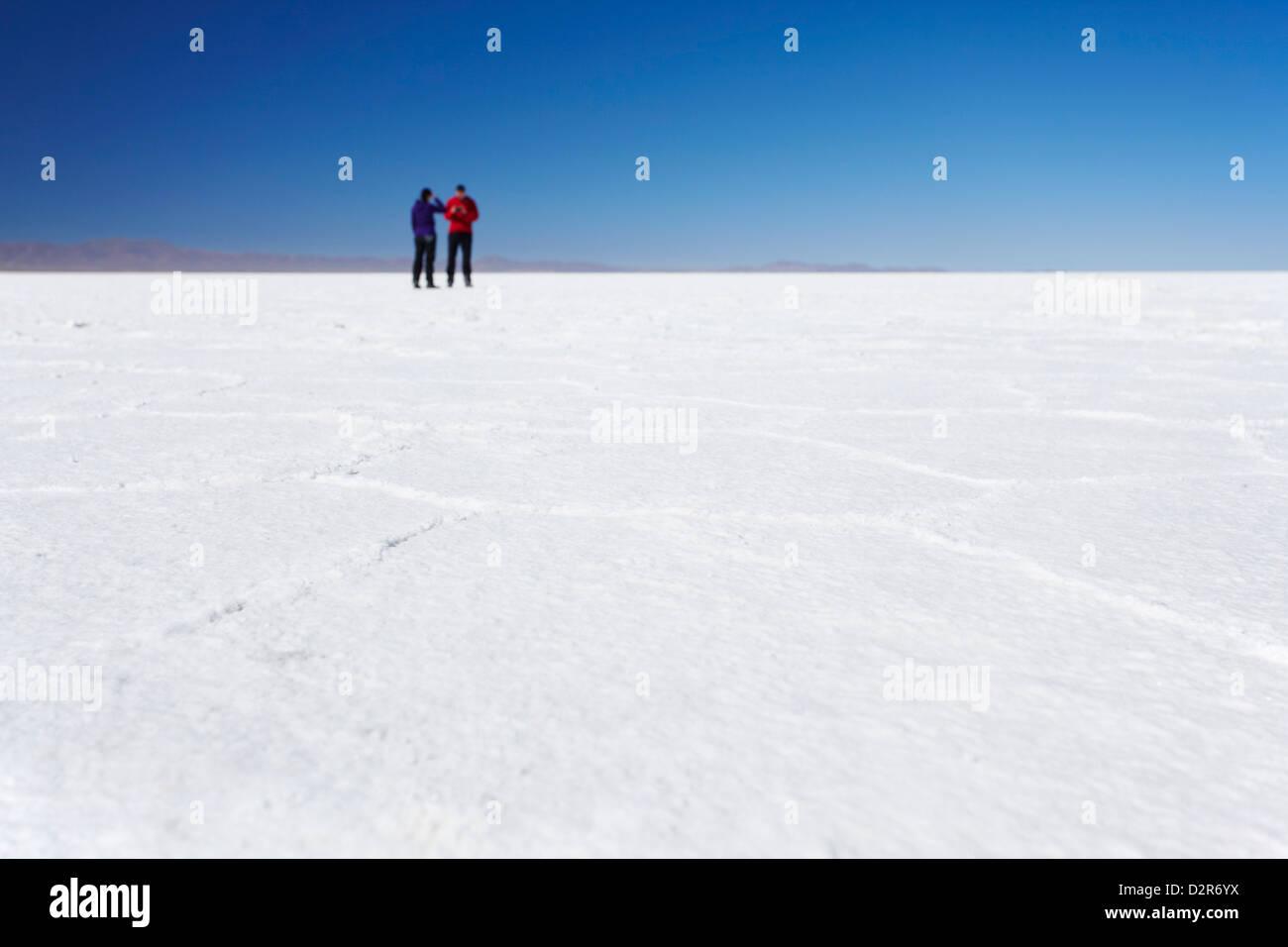 Paar Fotos am Salar de Uyuni (Salt Flats von Uyuni), Abteilung Potosi, Bolivien, Südamerika Stockbild