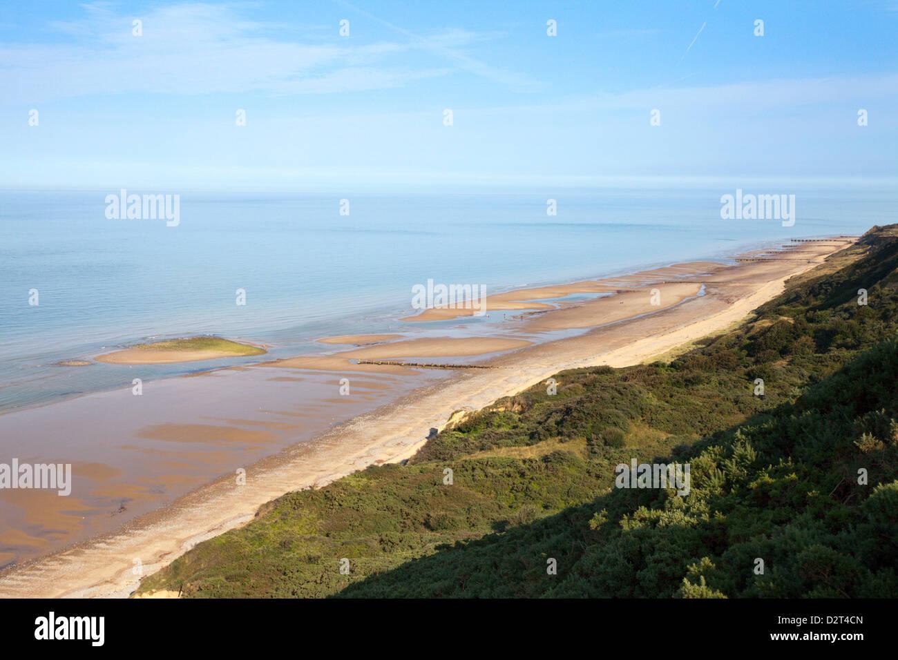 Ruhiger Strand zwischen Cromer und Overstrand, Norfolk, England, Vereinigtes Königreich, Europa Stockbild