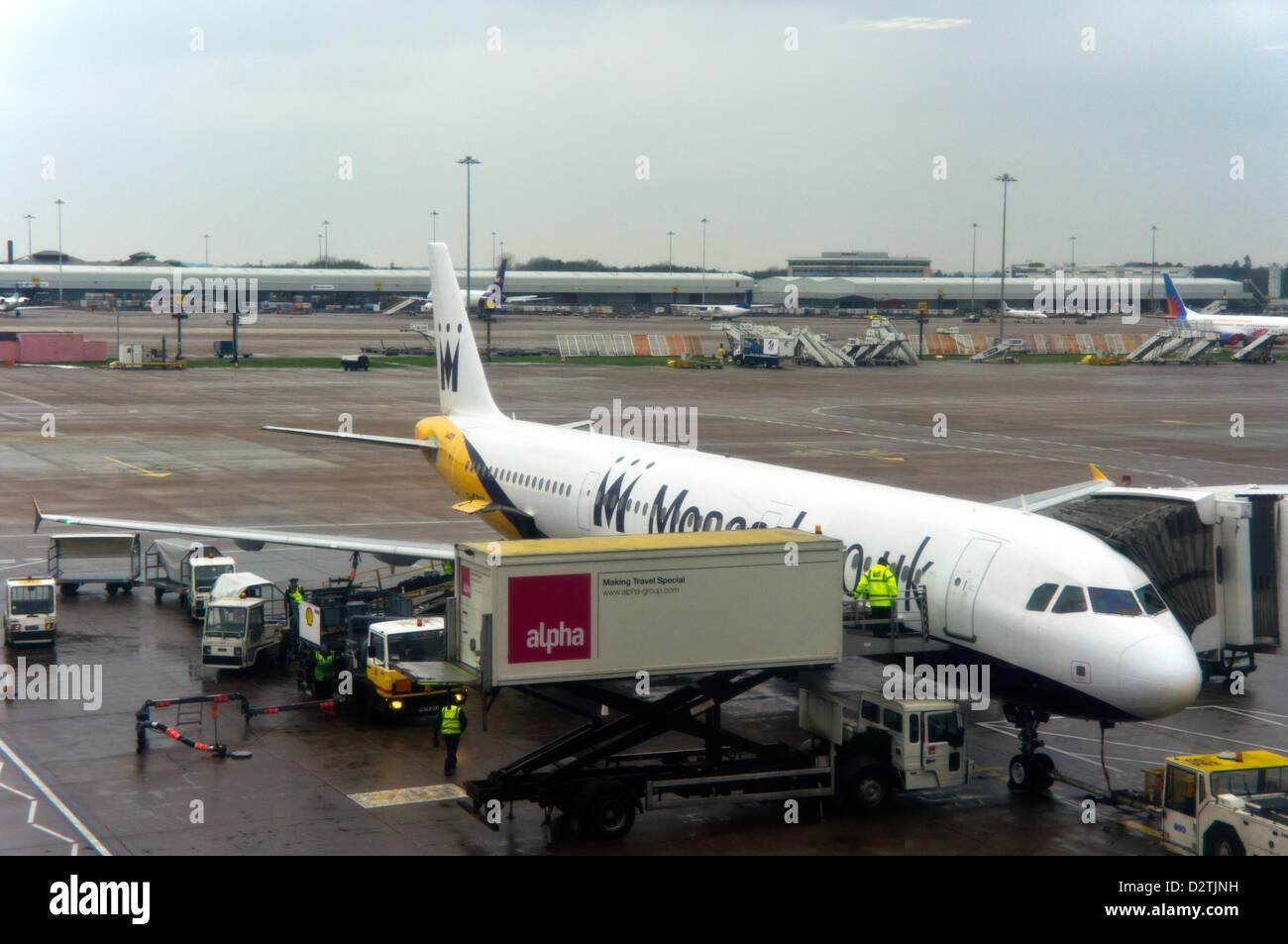 Manchester Flughafen und Flug nach Lanzarote A321 laden Stockbild