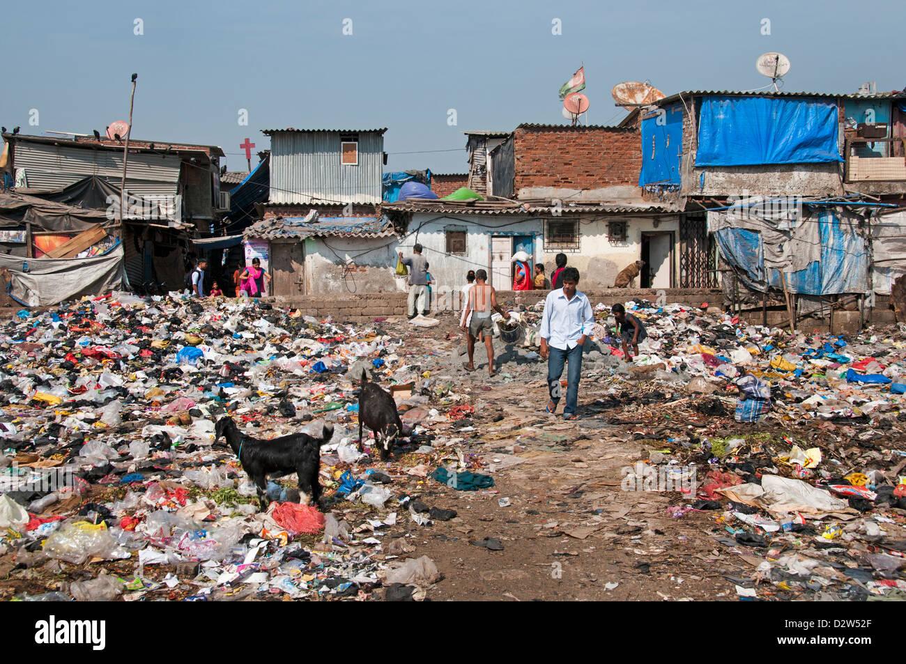 Mumbai (Bombay)-Slum in der Nähe von Colaba und World Trade Center Indien dump Stockbild