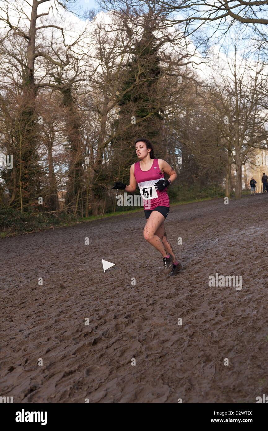 Cross Country Championships senior und Inter Mailand Jugend Mädchen extrem Bedingungen schlammigen auf einen Hang Stockfoto