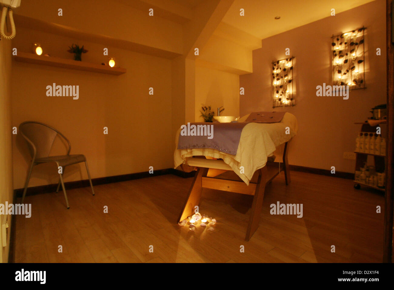 Ein Massage und Aromatherapie Zimmer in einem modernen Beauty-Salon ...