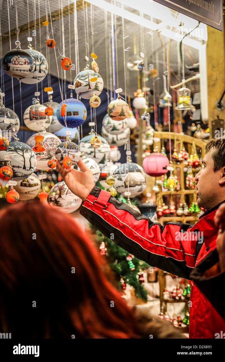 Weihnachtskugel Einkaufen Stockfotos Weihnachtskugel Einkaufen