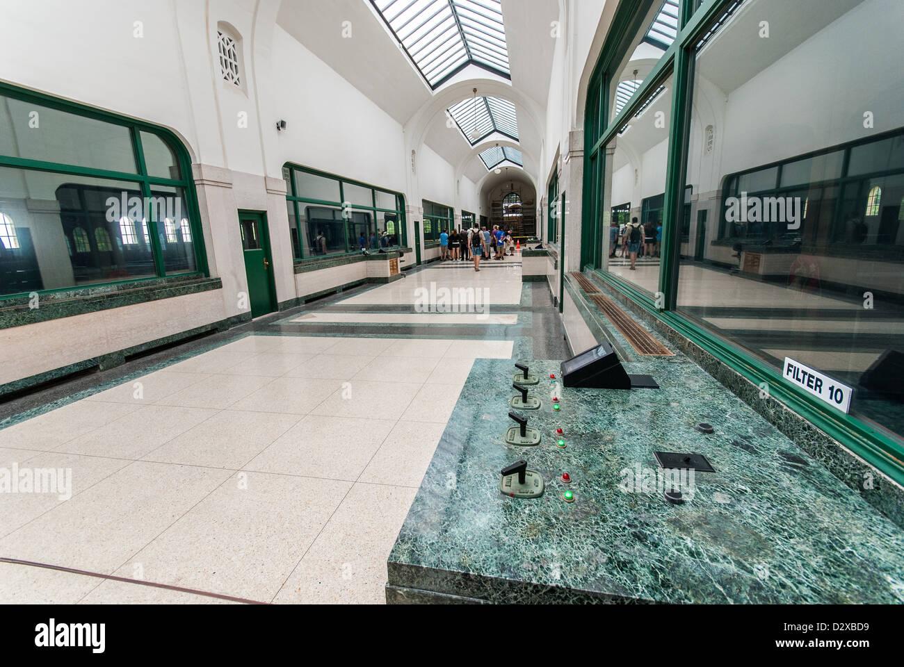 Der Korridor Der Art Deco Inspiriert Historischen R.c. Harris Kommunale  Wasser Filteranlage In Toronto, Ontario, Kanada