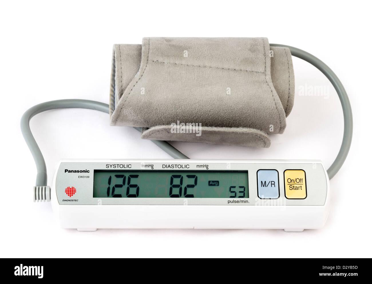 Panasonic Batterie betriebene home Blutdruckmessgerät Stockbild