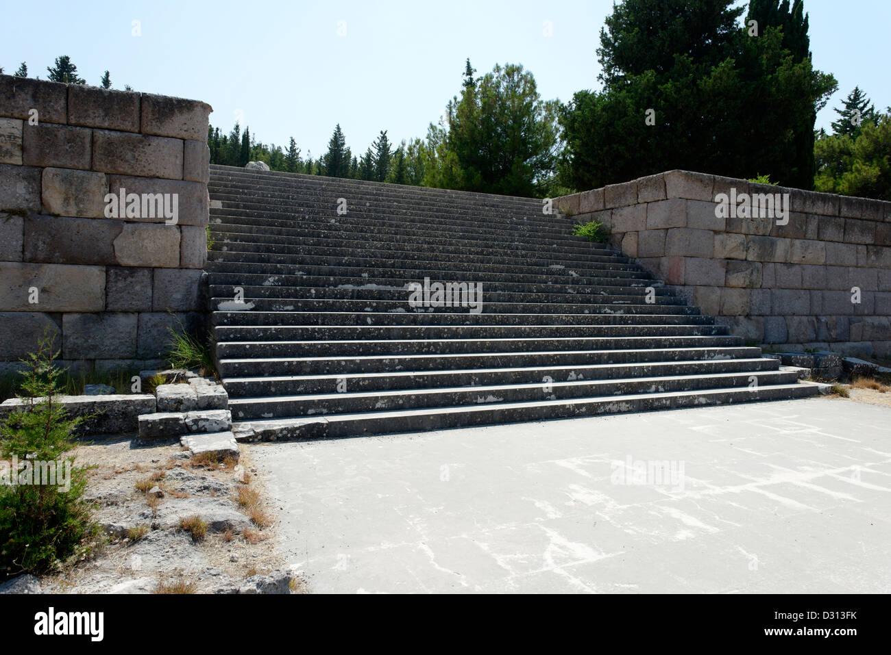 treppe zur dritten ebene terrasse. das heiligtum des asklepios. kos