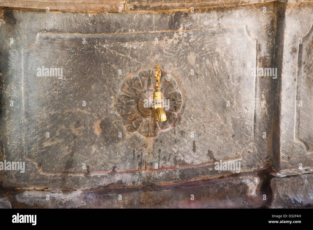 türkische alter wasserhahn stockfoto, bild: 53530865 - alamy