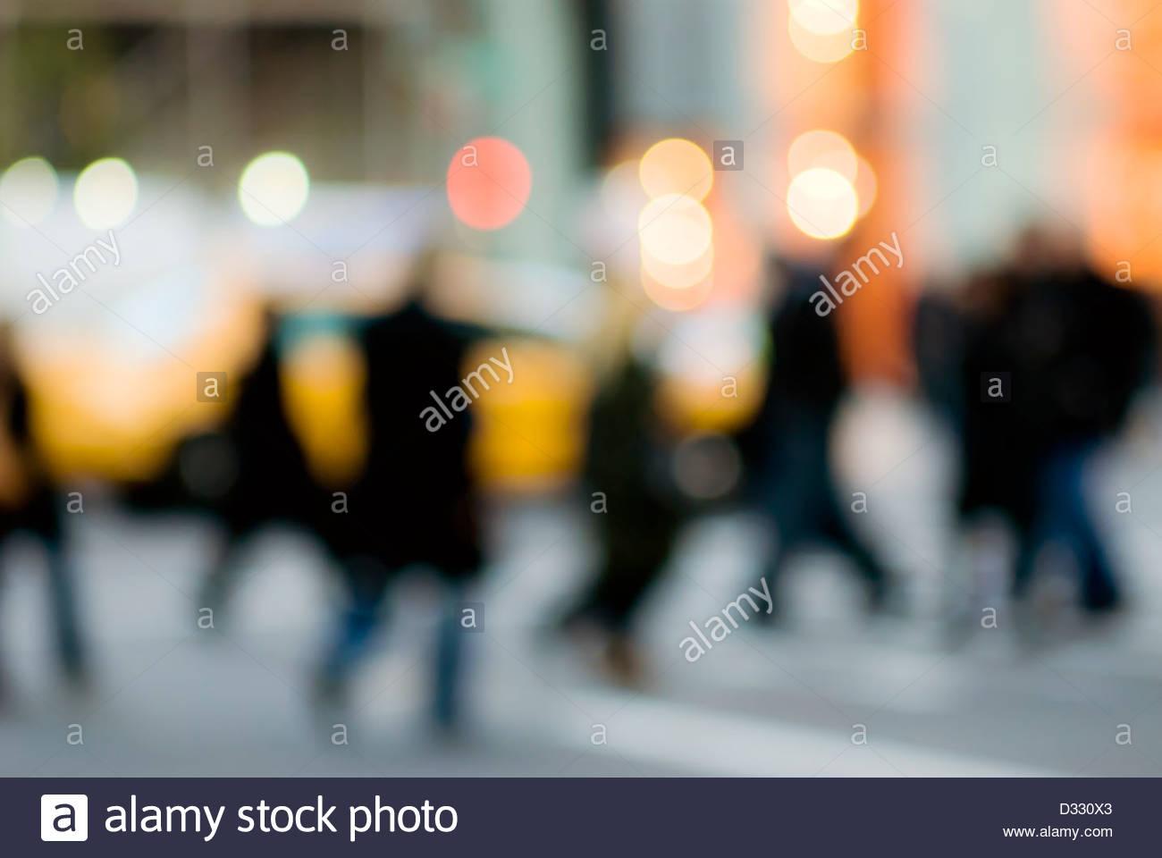 Abstrakte urban Straßenszene mit Menschenmenge, New York City. Stockbild