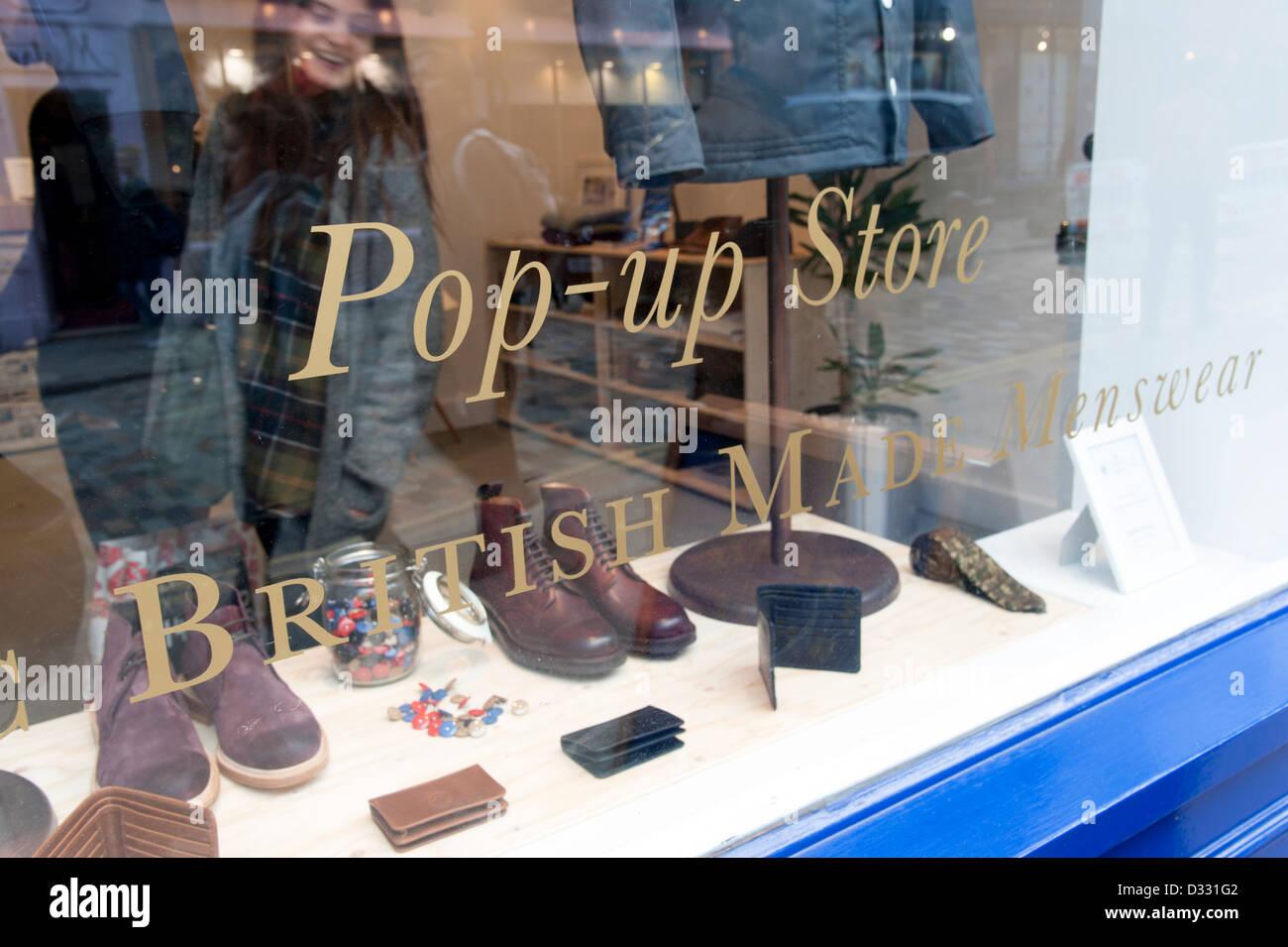 Pop-up-store shop Fenster, London, England, Großbritannien Stockbild