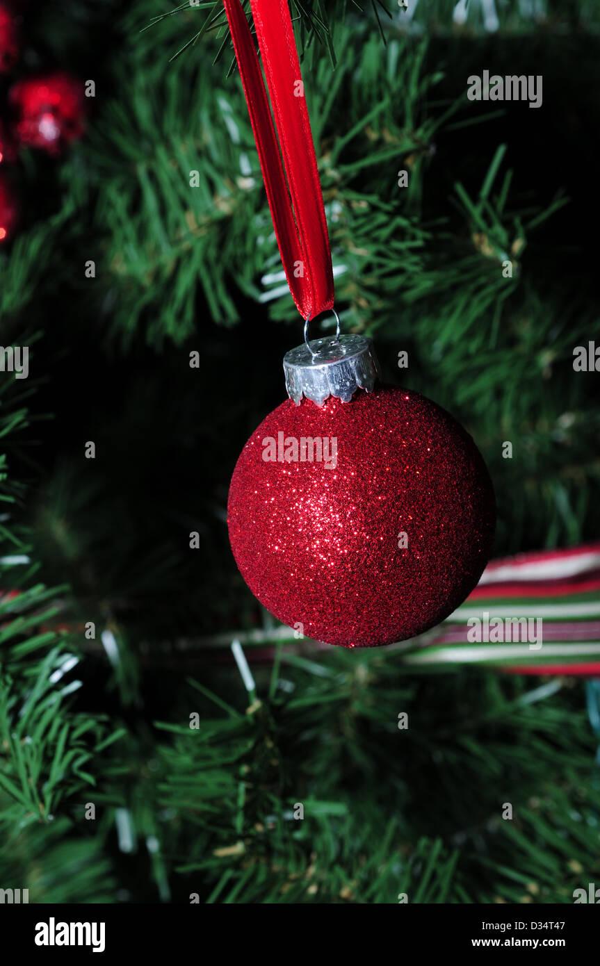 rote Glitzer-Schmuck für den Winterurlaub Stockbild