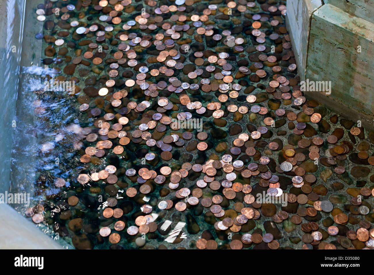 Münzen im Brunnen Stockbild