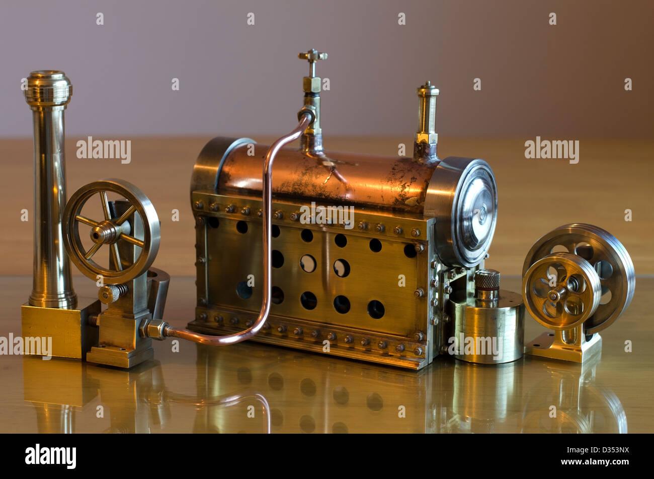 Kleine Arbeiten Modell Dampfmaschine und Kessel Stockfoto, Bild ...