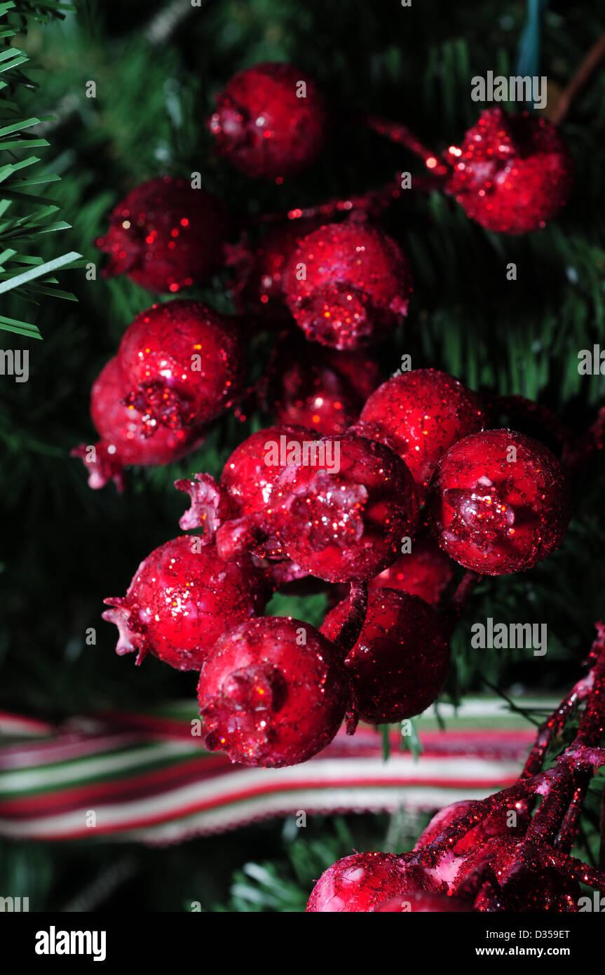 Rote Glitzer-Beeren für Weihnachtsbaum Stockbild