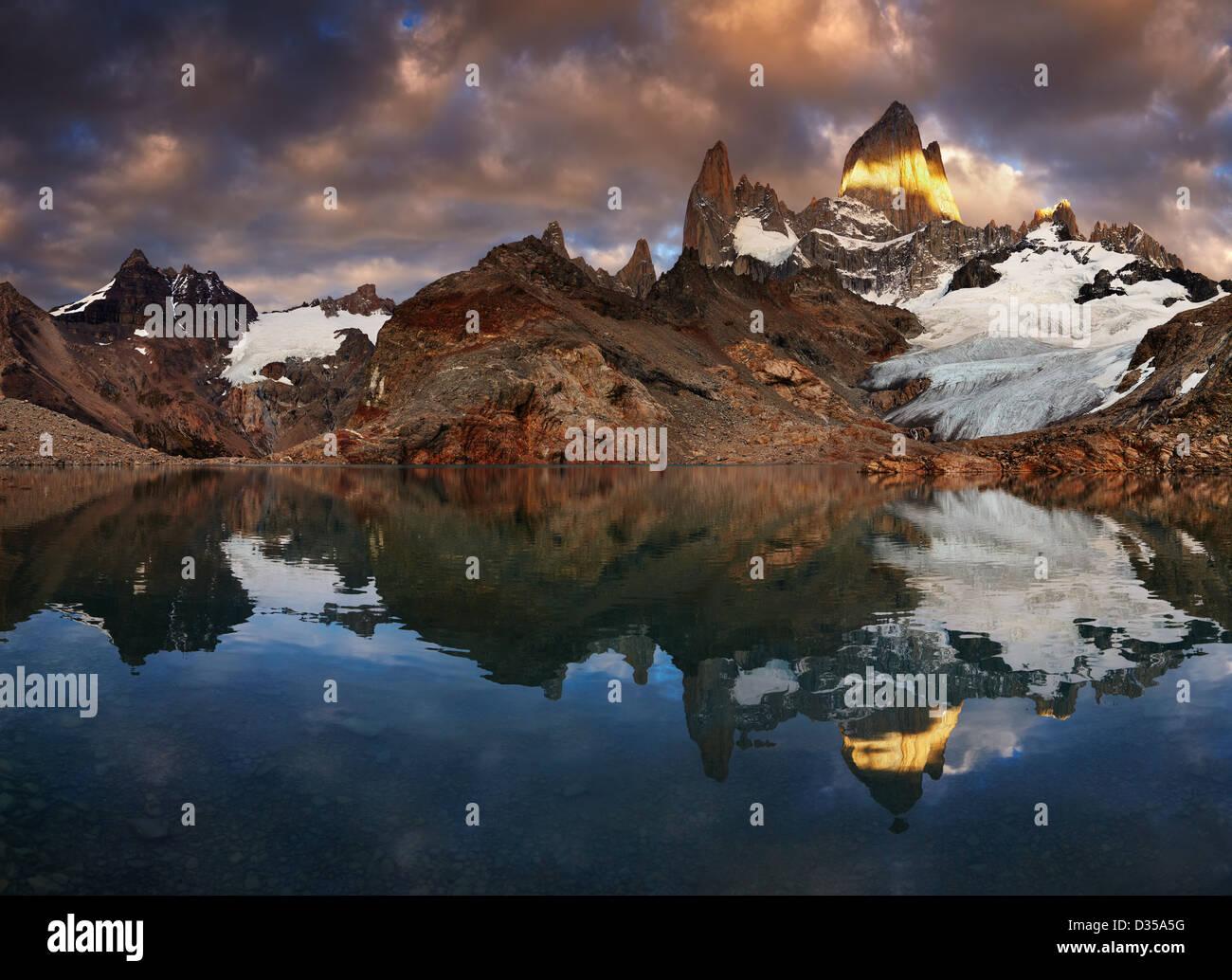 Laguna de Los Tres und Mount Fitz Roy bei Sonnenaufgang, Patagonien, Argentinien Stockbild