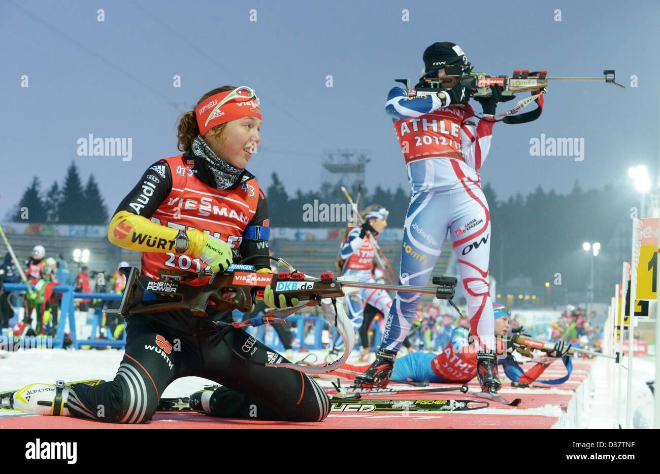 Deutsche Biathletin Praktiken Laura Dahlmeier auf dem Schießstand bei den Biathlon-Weltmeisterschaften 2013 Stockbild