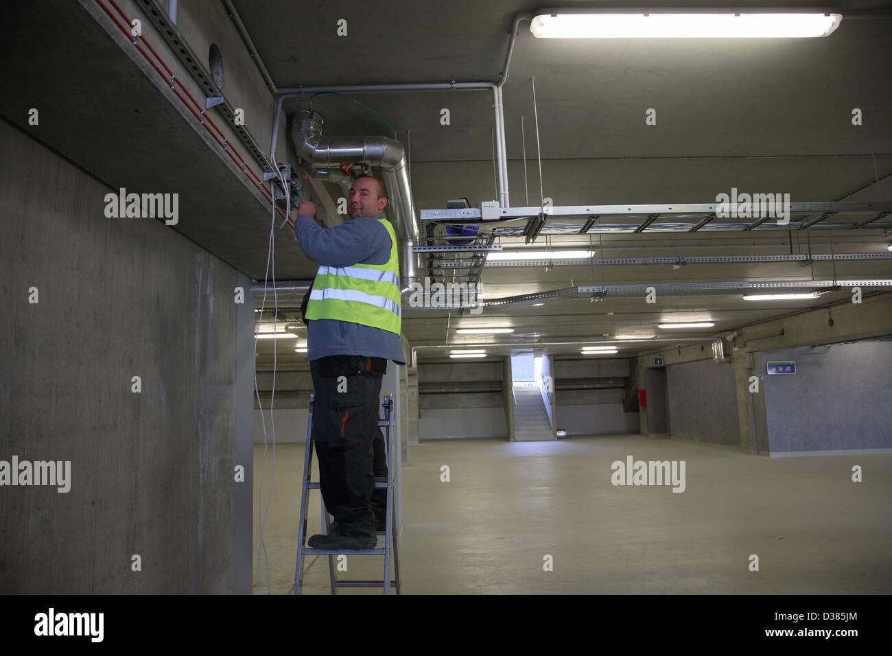 Posen, Polen, Elektroarbeiten im Pozna_ Stadion, Spielstaette bei der Euro 2012 Stockbild