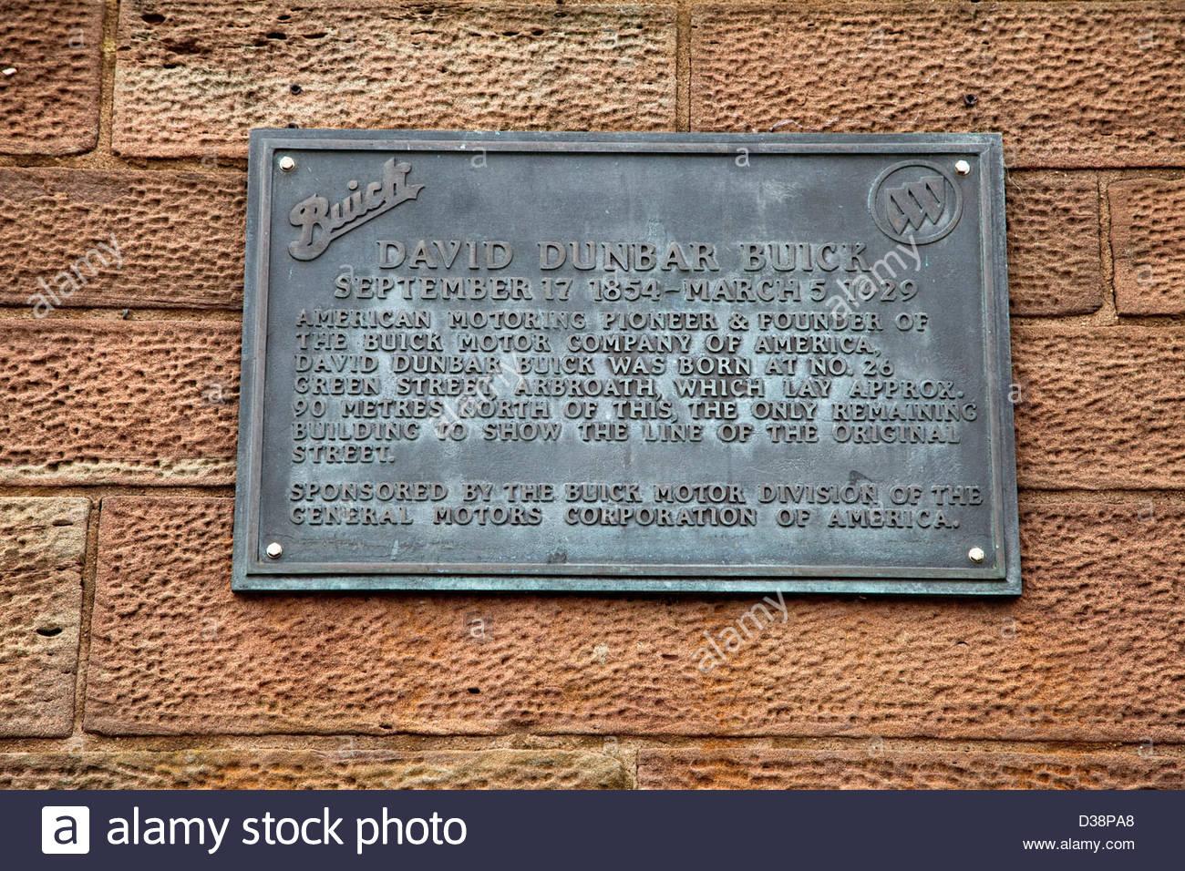 Gedenktafel am Gebäude in Arbroath feiert Geburtsort von David Dunbar Buick - Pionier und Gründer der Stockbild