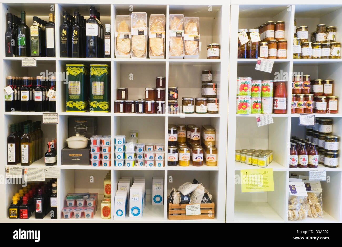Delicatessen Shelves Stockfotos & Delicatessen Shelves Bilder - Alamy