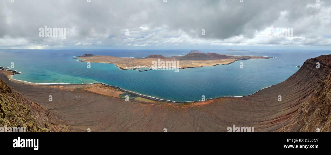 Panorama der Insel La Graciosa. Blick vom Mirador Del Rio. Lanzarote, Kanarische Inseln, Spanien. Stockbild