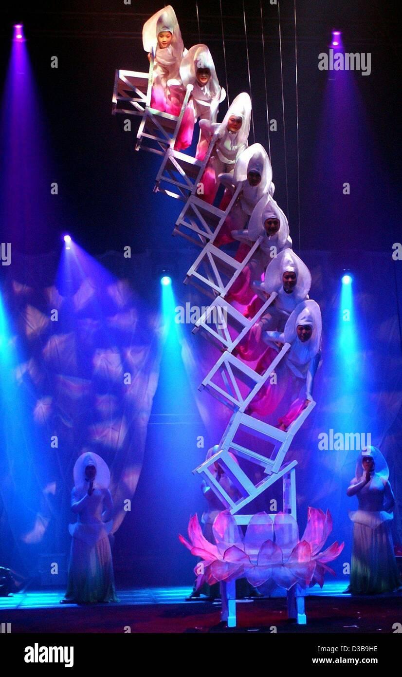 Acrobats In Circus Stockfotos Acrobats In Circus Bilder Alamy