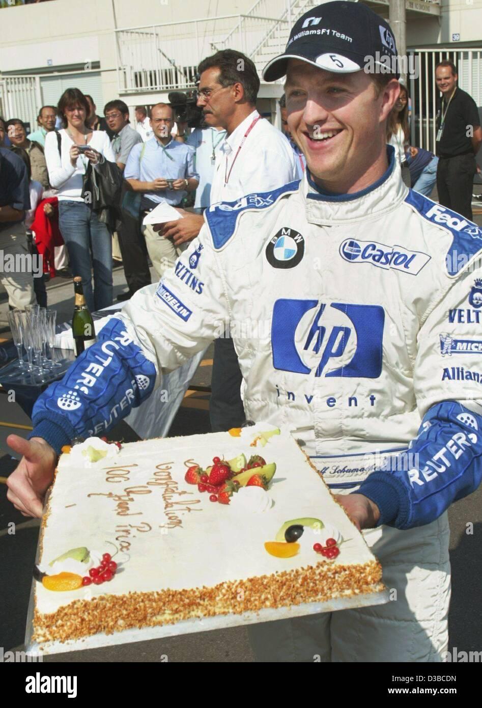 Dpa Deutsche Formel 1 Pilot Ralf Schumacher Tragt Einen Kuchen In