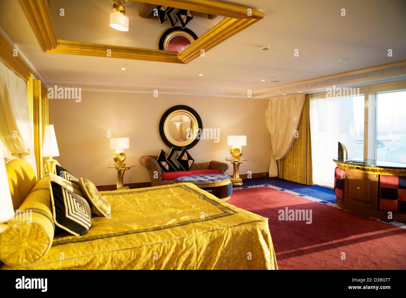 Das Schlafzimmer in einer Suite im Burj Al Arab [Segel in der Wüste ...