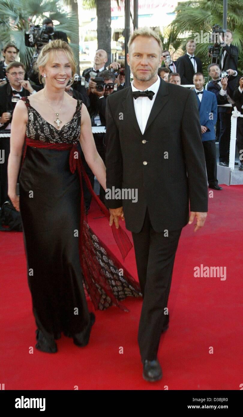 (Dpa) - Popstar Sting und seine Frau Trudie Styler kommen für eine Premiere bei den 56. internationalen Filmfestival in Cannes, Frankreich, 23. Mai 2003. Stockfoto