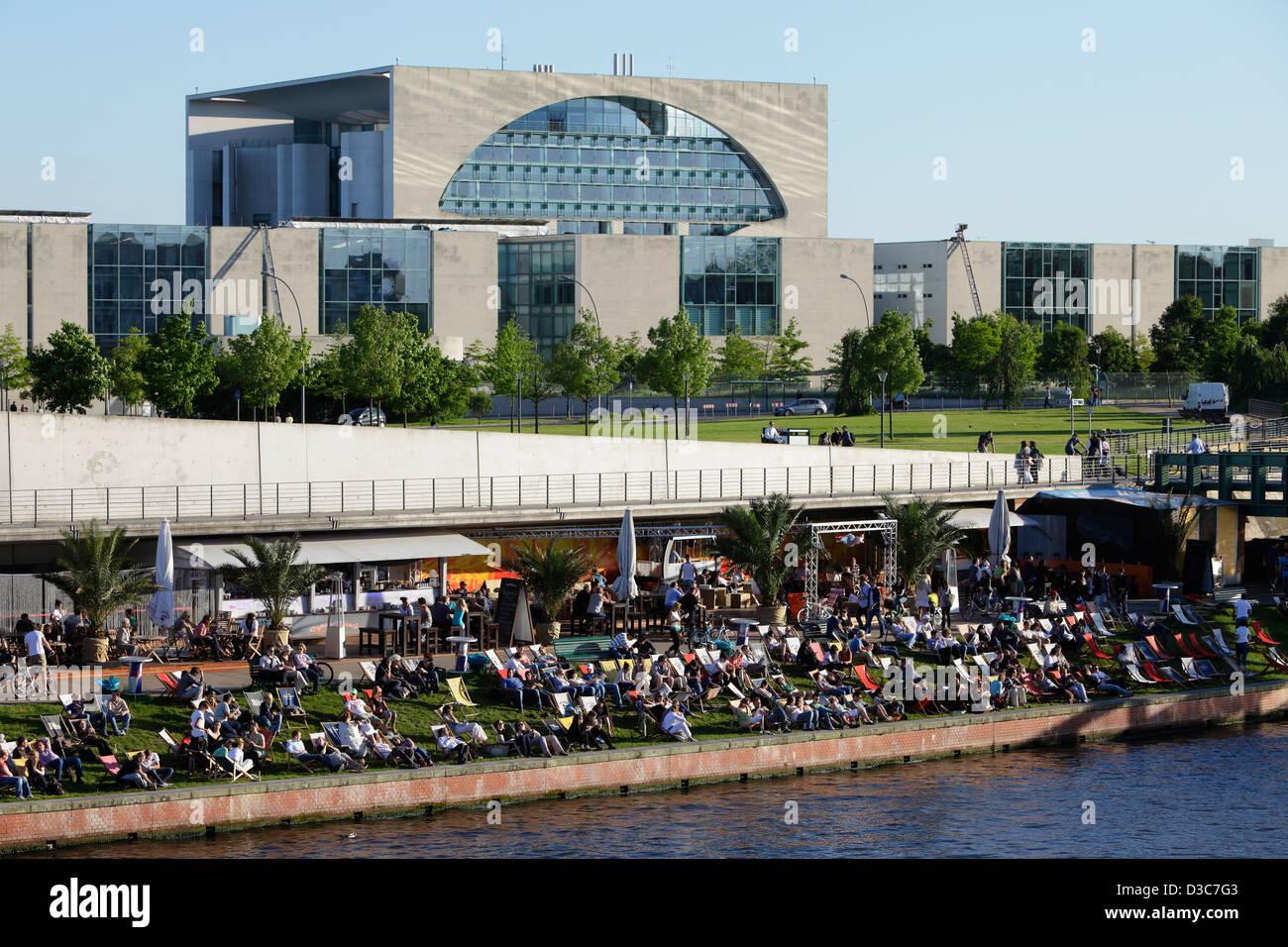 Berlin, Deutschland, der Bundeskanzlei und Strand Strand Hauptstadt Stockbild