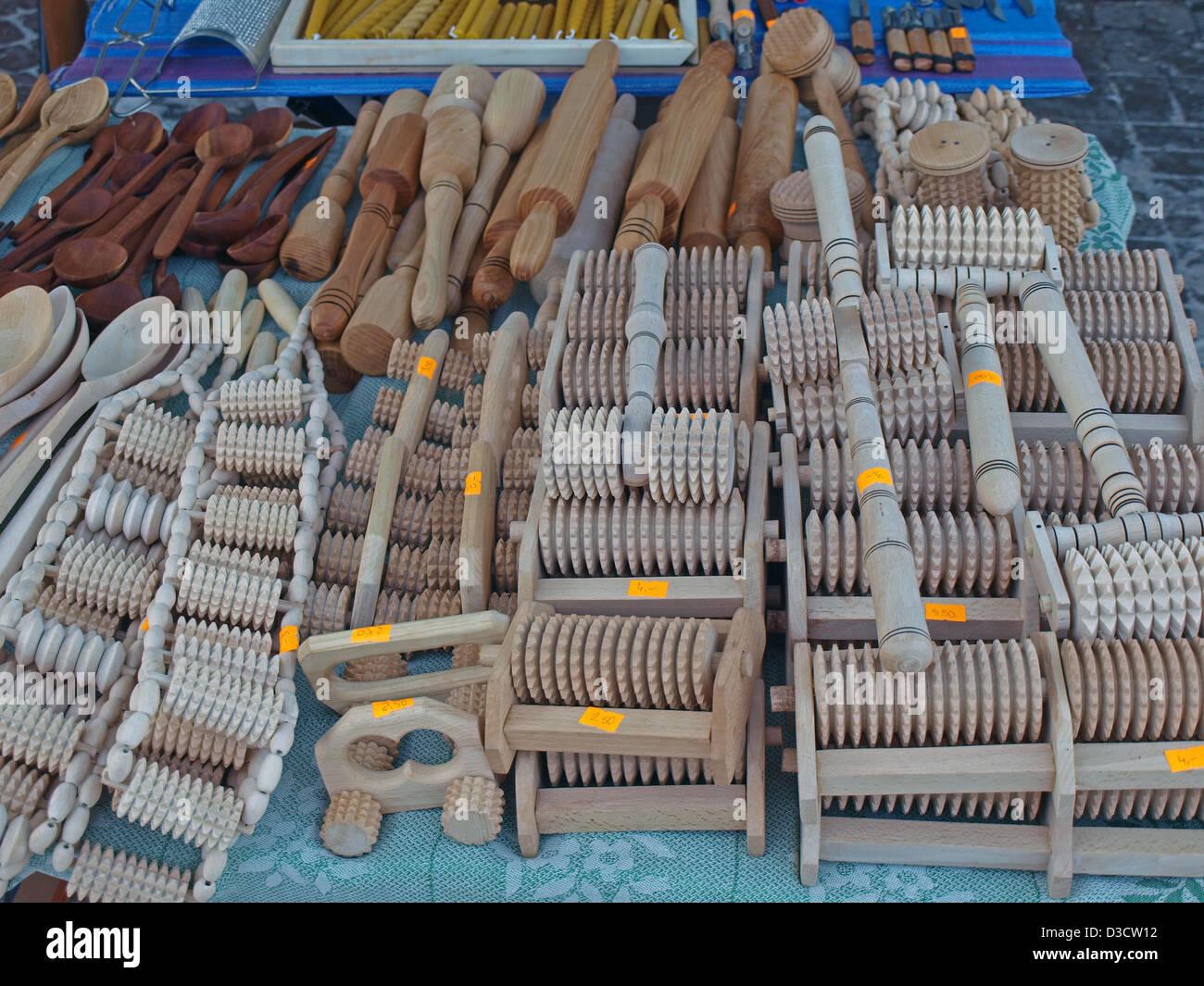 Hausgemachte Holz Küchengeräte zum Verkauf auf dem lettischen Markt ...