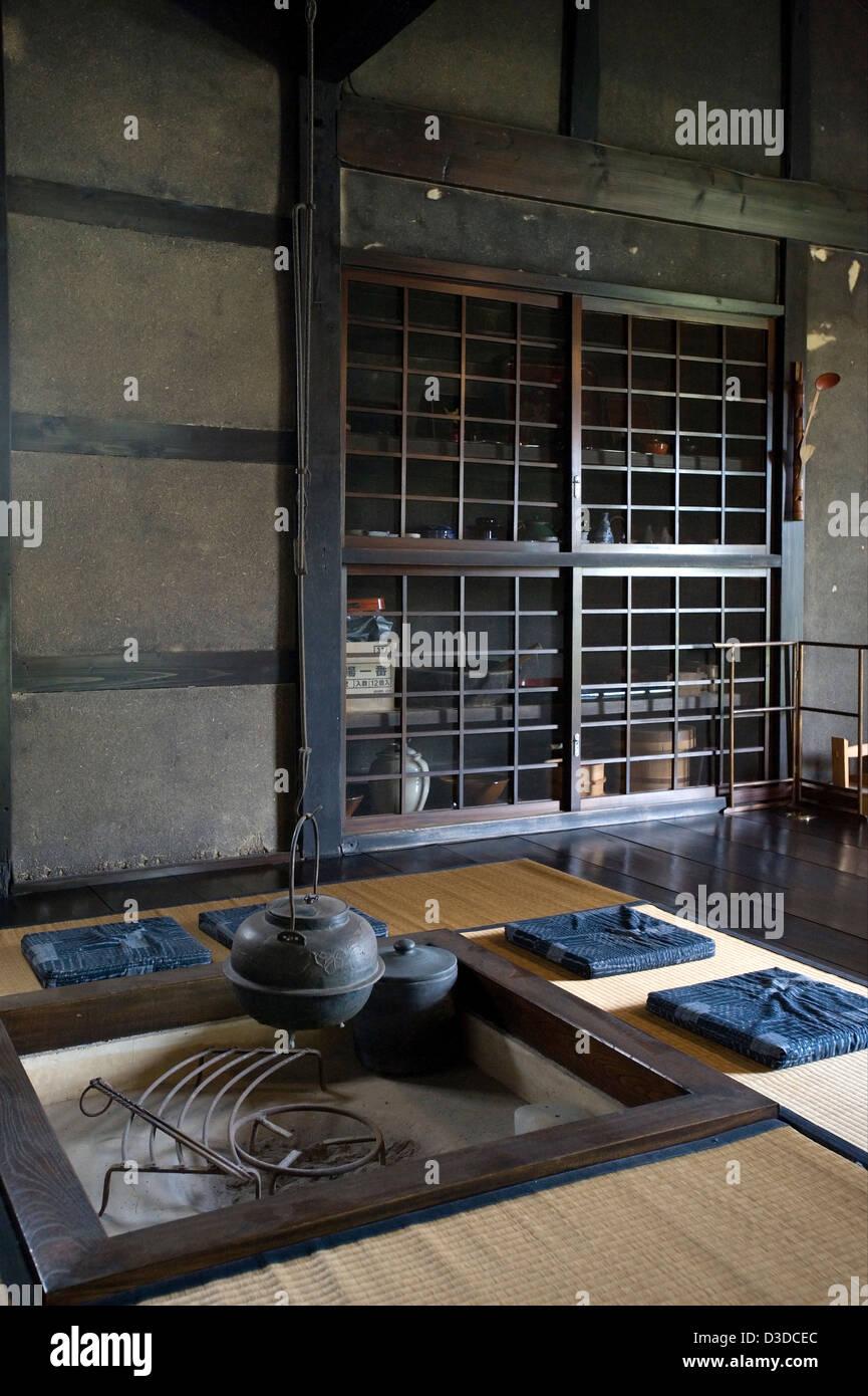 AuBergewohnlich Traditionelle Irori Versunkenen Kamin Feuerstelle Mit  Kessel In Historischen Bukeyashiki Kyu Uchiyamake Samurai Haus,