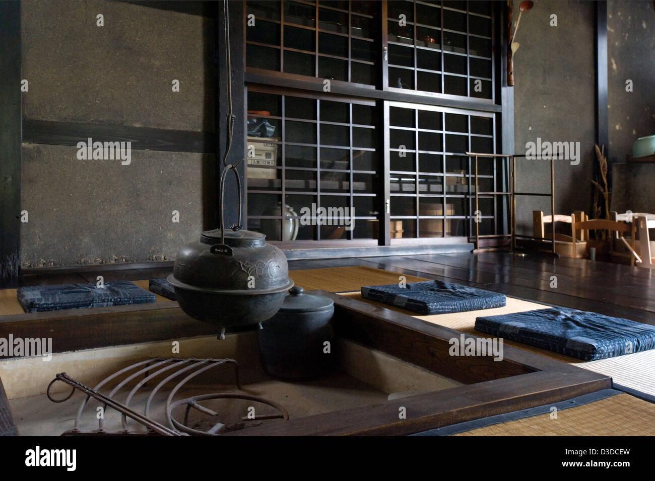 Traditionelle Irori Versunkenen Kamin Feuerstelle Mit Kessel In  Historischen Bukeyashiki Kyu Uchiyamake Samurai Haus, Echizen Ono, Fukui