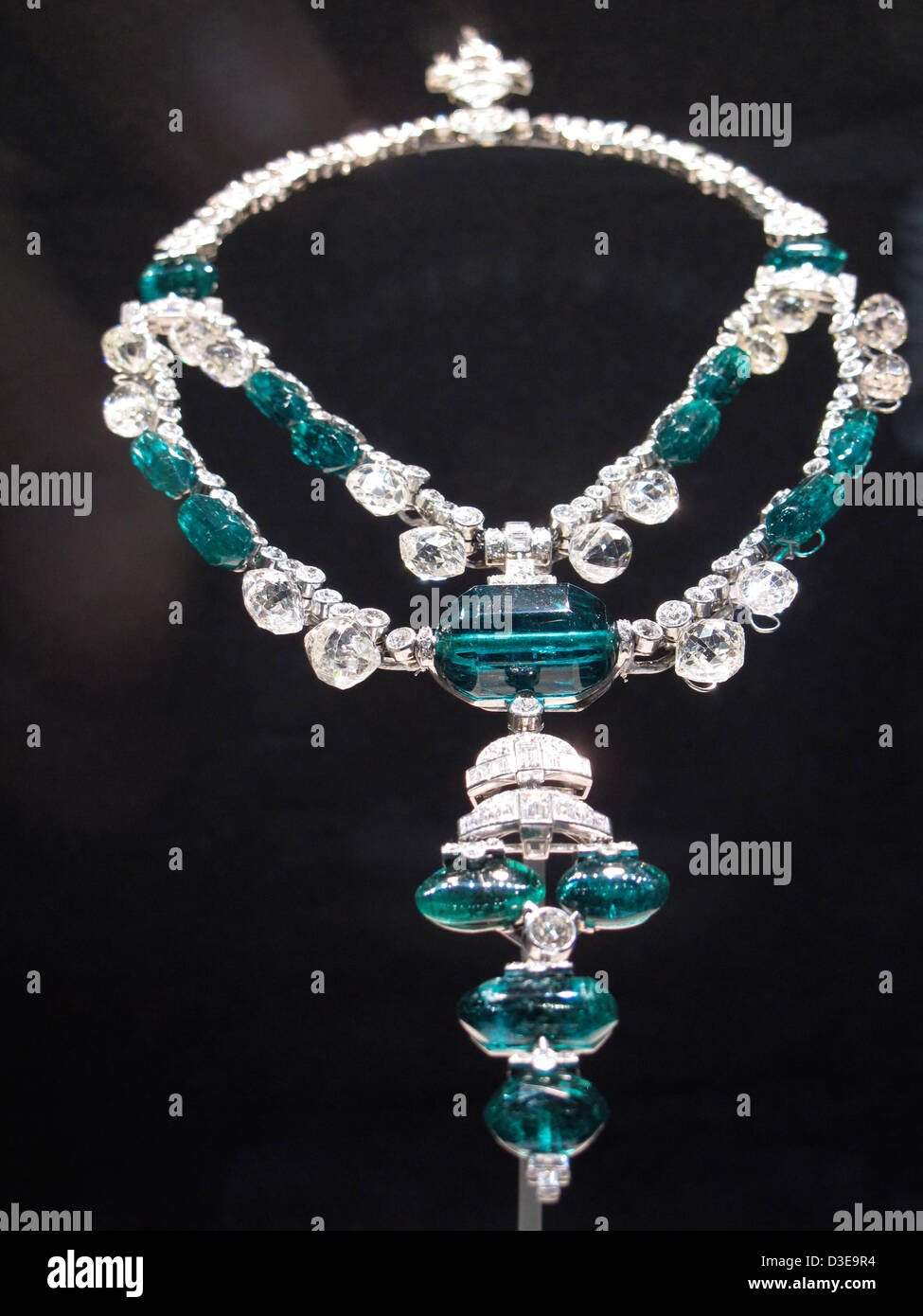 """Die """"Spanische Inquisition Halskette"""" oder Maharaja von Indore Smaragd Halskette. Stockbild"""