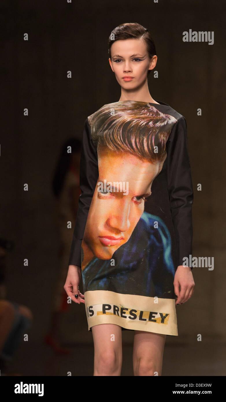 London, UK. 18. Februar 2013, im Bild: Elvis Presley-thematische Sammlung von Ashley Williams. Fashion East Laufsteg Stockbild