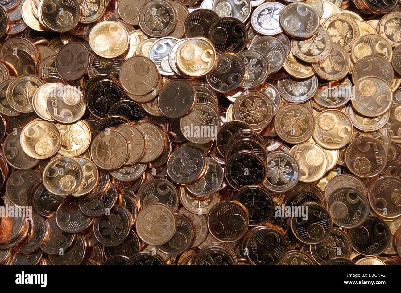 Dpa Eine Nahaufnahme Der Neuen 5 Euro Cent Münzen In Einer