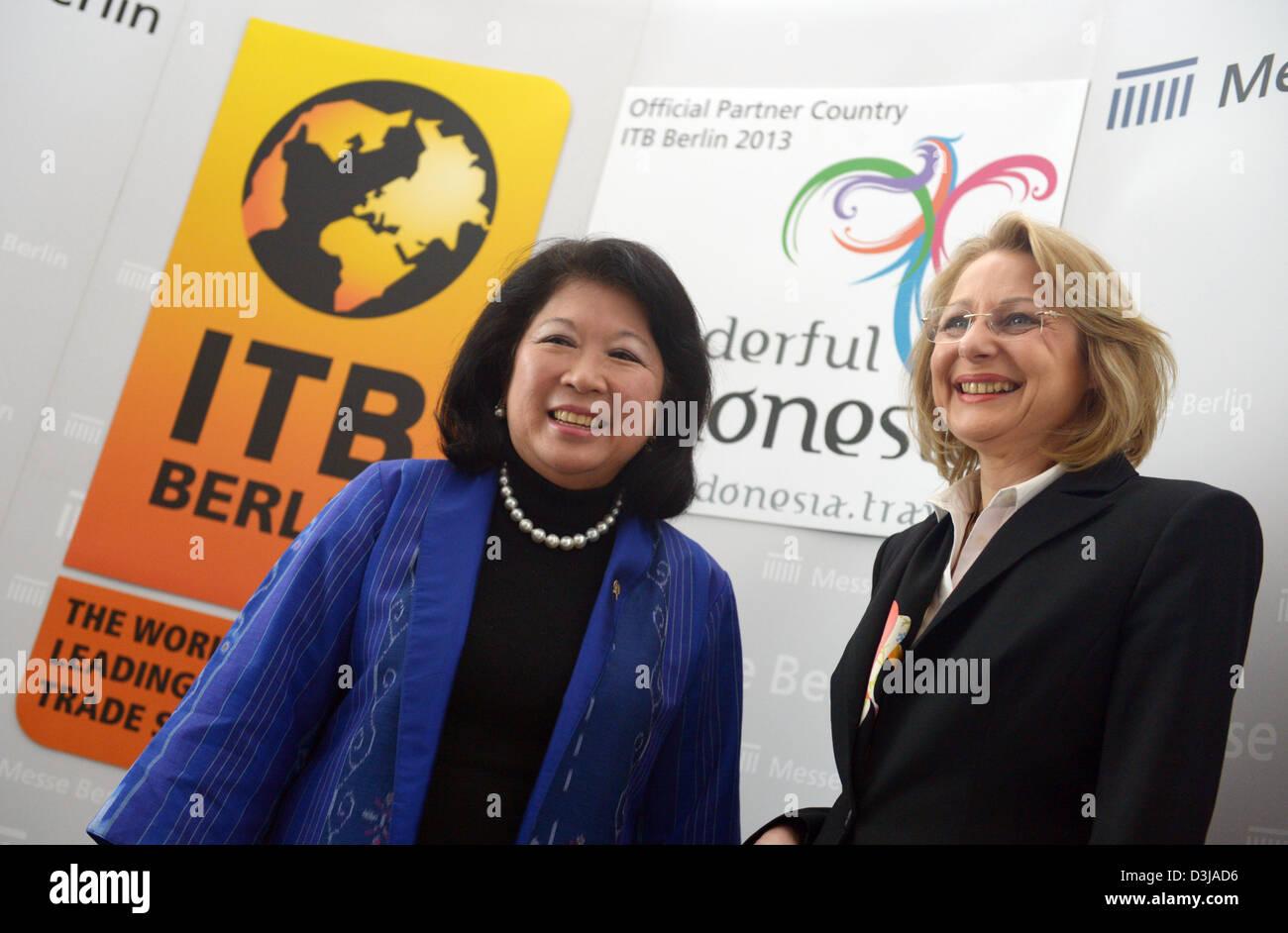 Wirtschaftsminister Berlin Cornelia Yzer (R) und Indonesiens ...