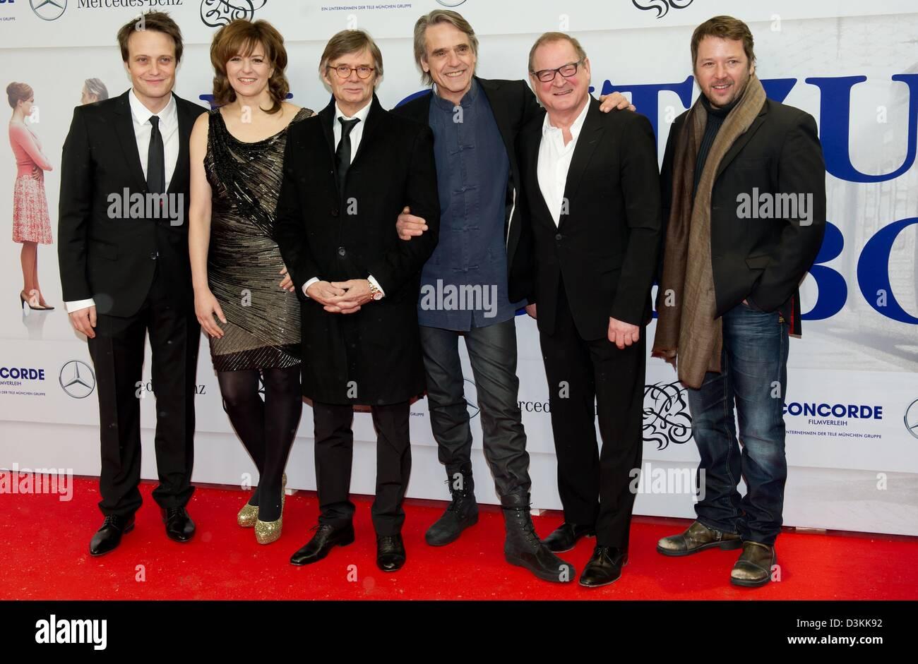 Schauspieler (L-R) August Diehl, Martina Gedeck, dänischen Regisseur Bille August, Jeremy Irons, Burghart Klaußner Stockbild