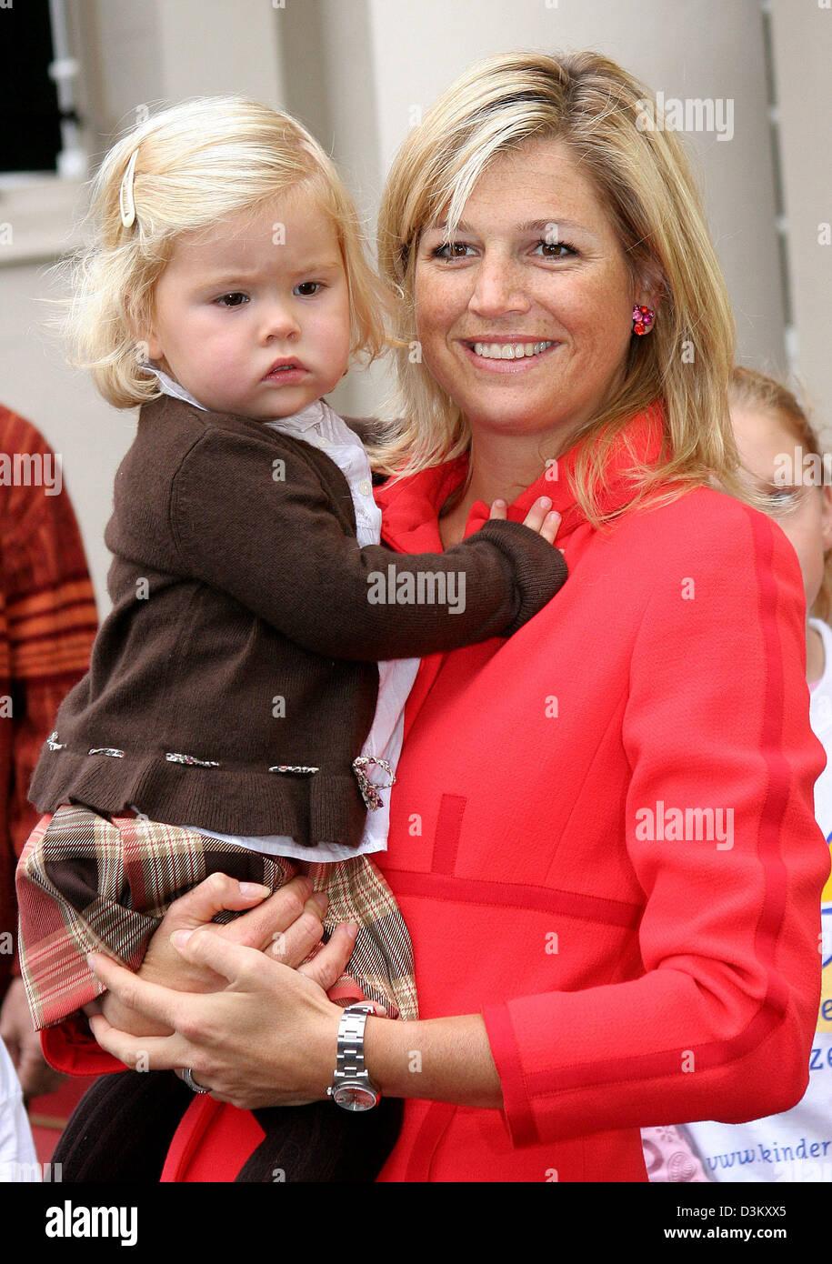 Dpa Crown Princess Maxima R Trägt Prinzessin Amalia Auf Den Arm
