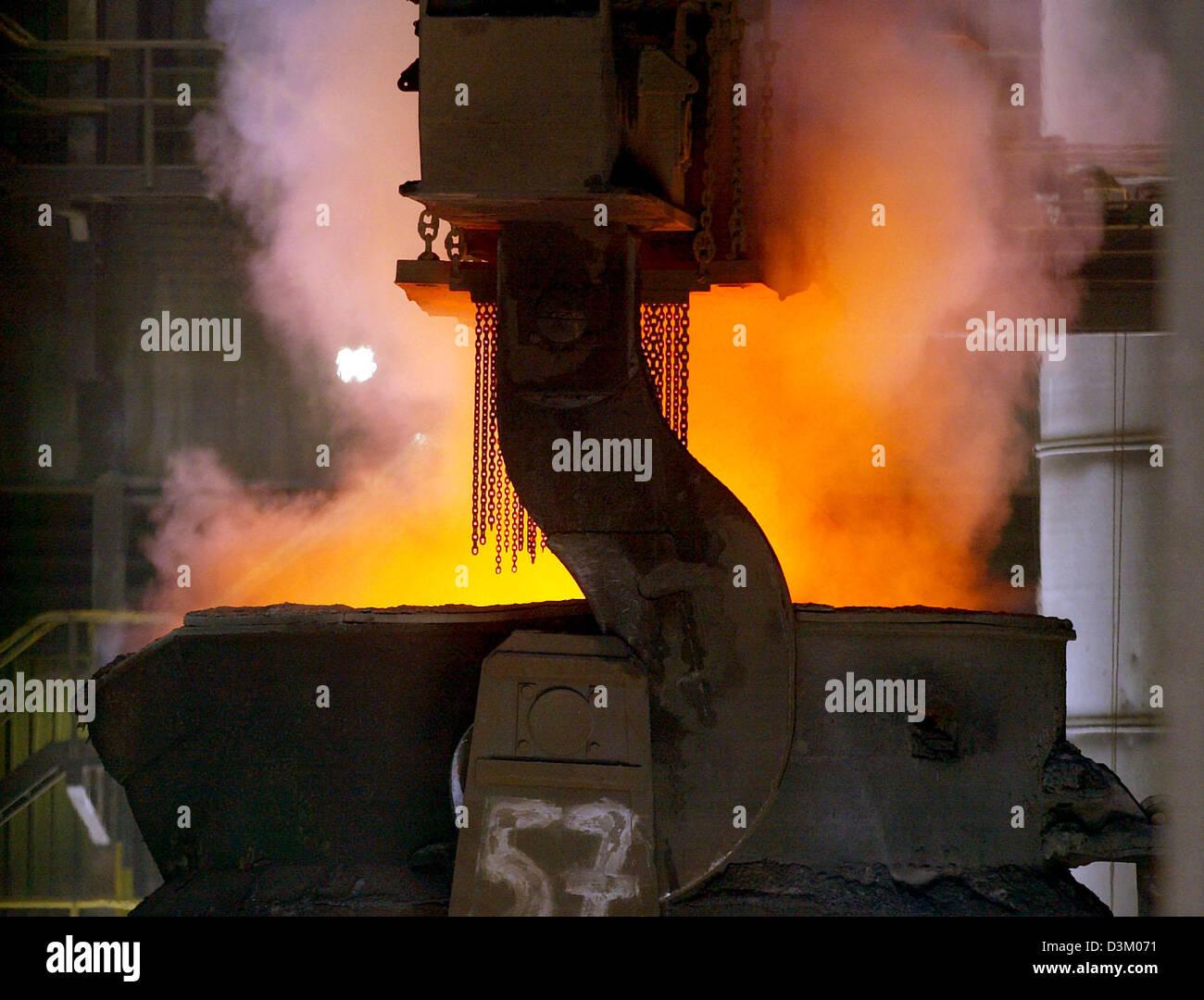 steel mill thyssenkrupp duisburg germany stockfotos steel mill thyssenkrupp duisburg germany. Black Bedroom Furniture Sets. Home Design Ideas